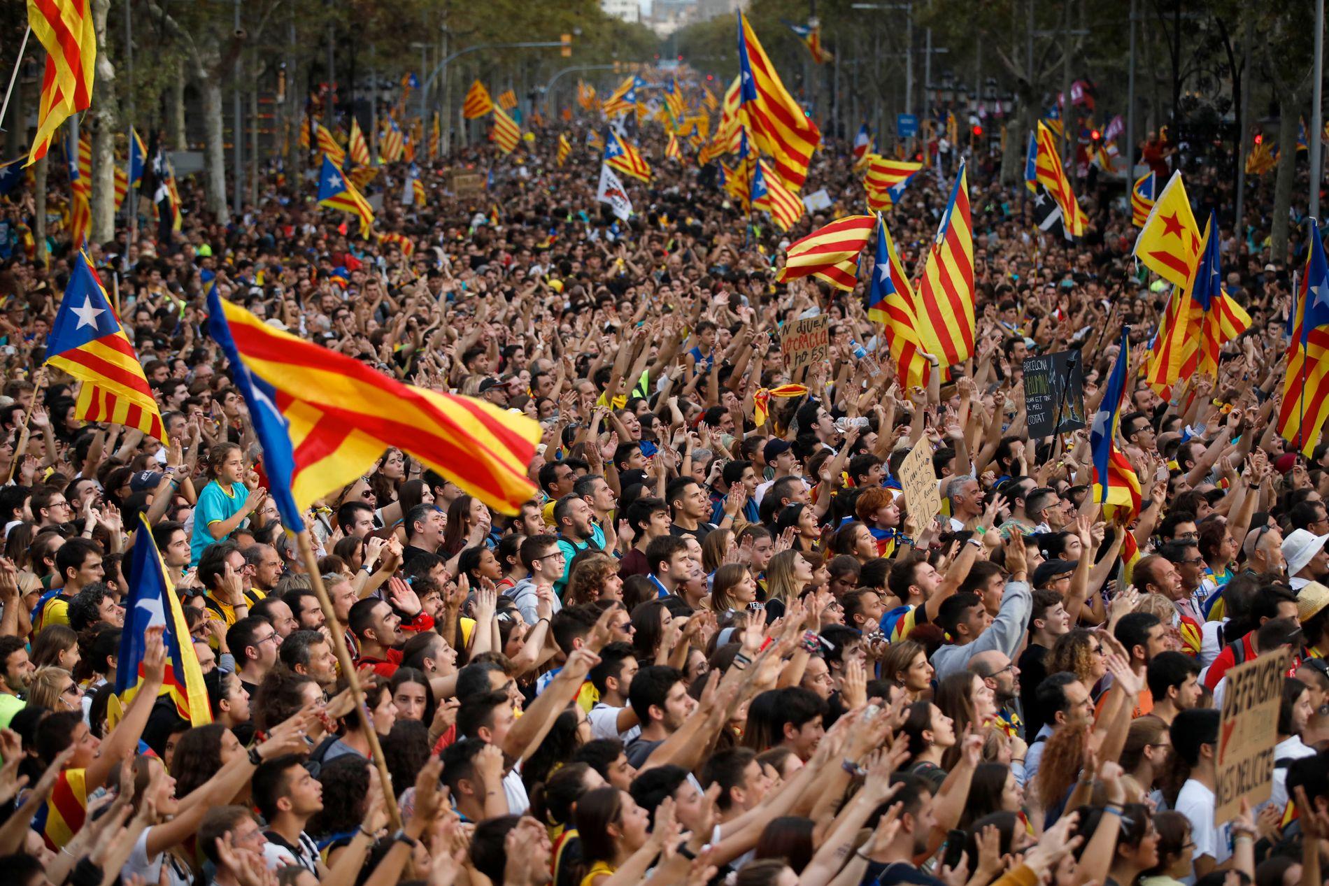 Hundretusenvis protesterer i Barcelona