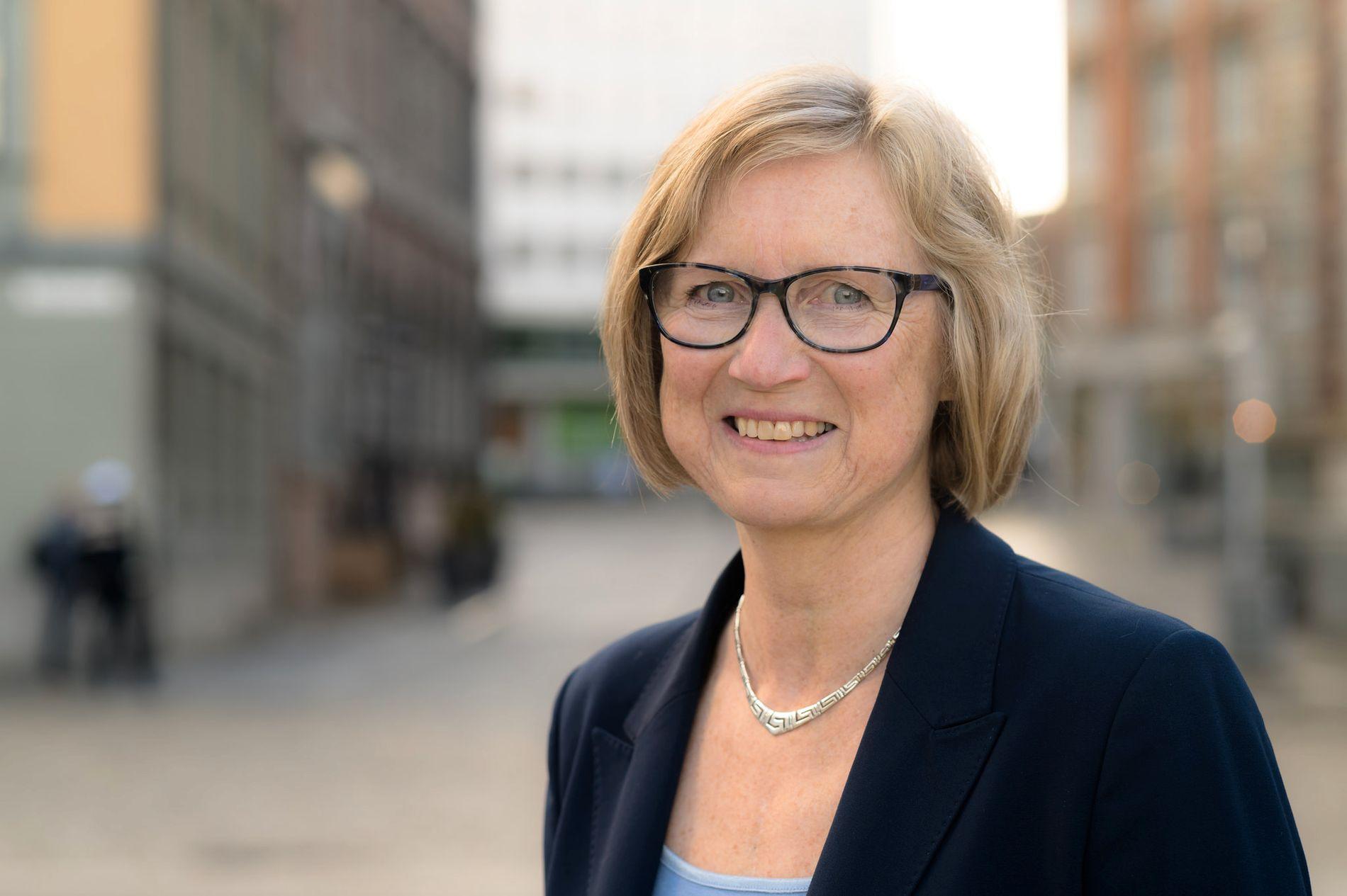 LEKENDE SENTRUM: Hvorfor skal ikke jeg kunne ta noen himmelhøye husketurer selv om jeg har rundet 60? spør Mona Høgli.