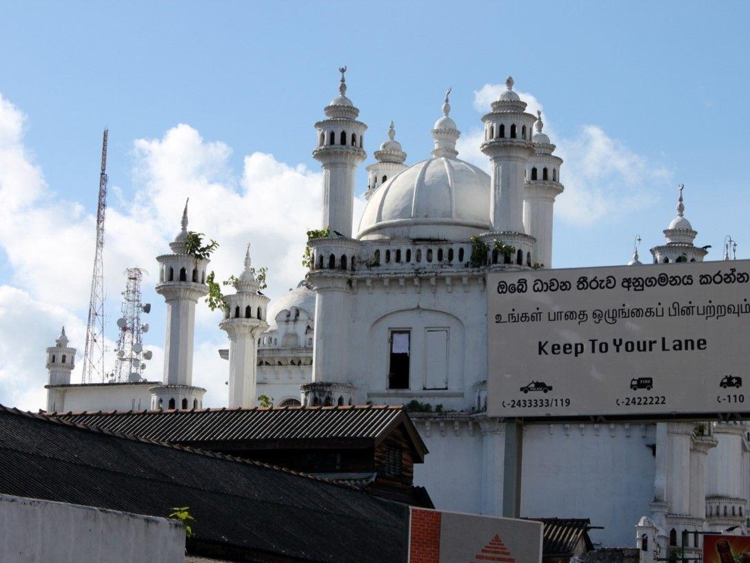 TERROR: Da jeg var i Sri Lanka på slutten av borgerkrigen i 2009, var landet i konstant angst for hvor det neste terrorangrepet skulle ramme. Alle busser ble terrorsjekket før de fikk kjøre inn i Colombo, skriver Michael Hertzberg.