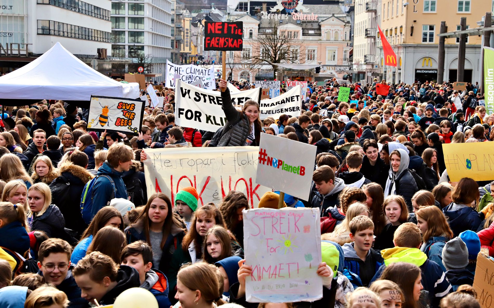 KLIMASTREIK: Over 3000 elever droppet skolen torsdag i forrige uke for å delta i klimaaksjonen i Bergen sentrum.