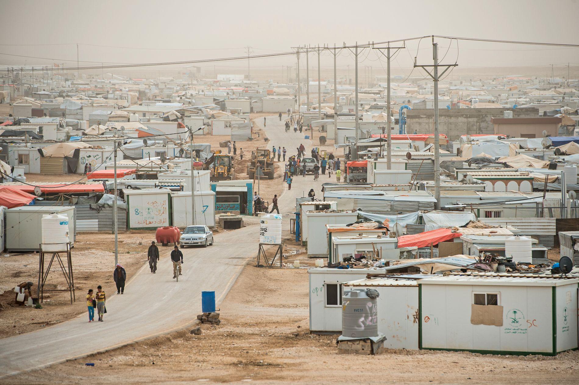 VIDARE OG VAGARE: Asylinstituttet er viktig. Retten til vern må vernast. Men definisjonen av flyktning har endra seg. Han har blitt vidare og vagare. Er det nok med eit håplaust liv utan framtidsvoner, spør kronikkforfattaren. Biletet er frå Zaatari flyktningleir i Jordan. Arkivfoto: Jarle Aasland