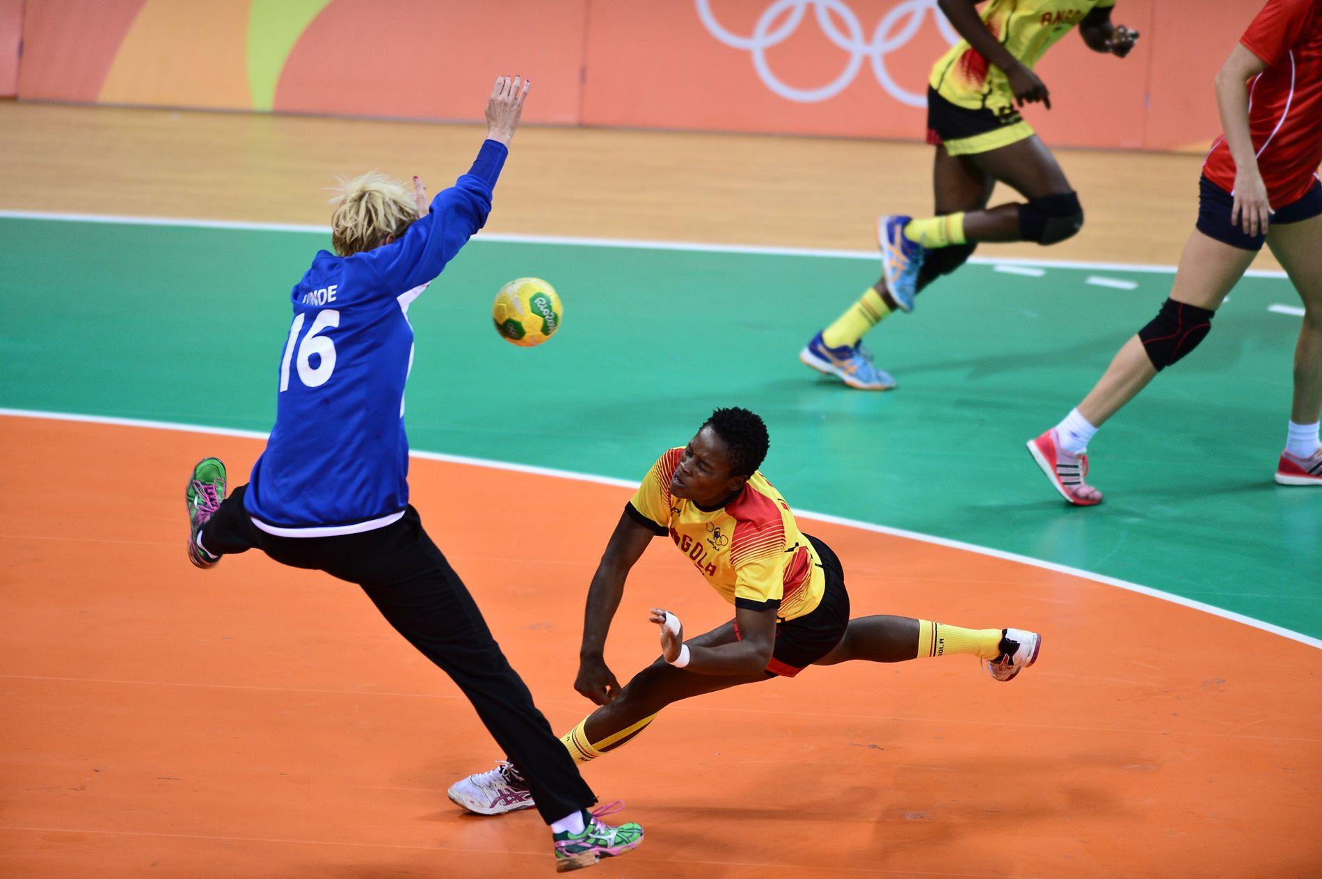 Katrine Lunde hentet frem redning etter redning, og TV 2-ekspert Randi Gustad mente hun var Norges beste spiller mot Angola.