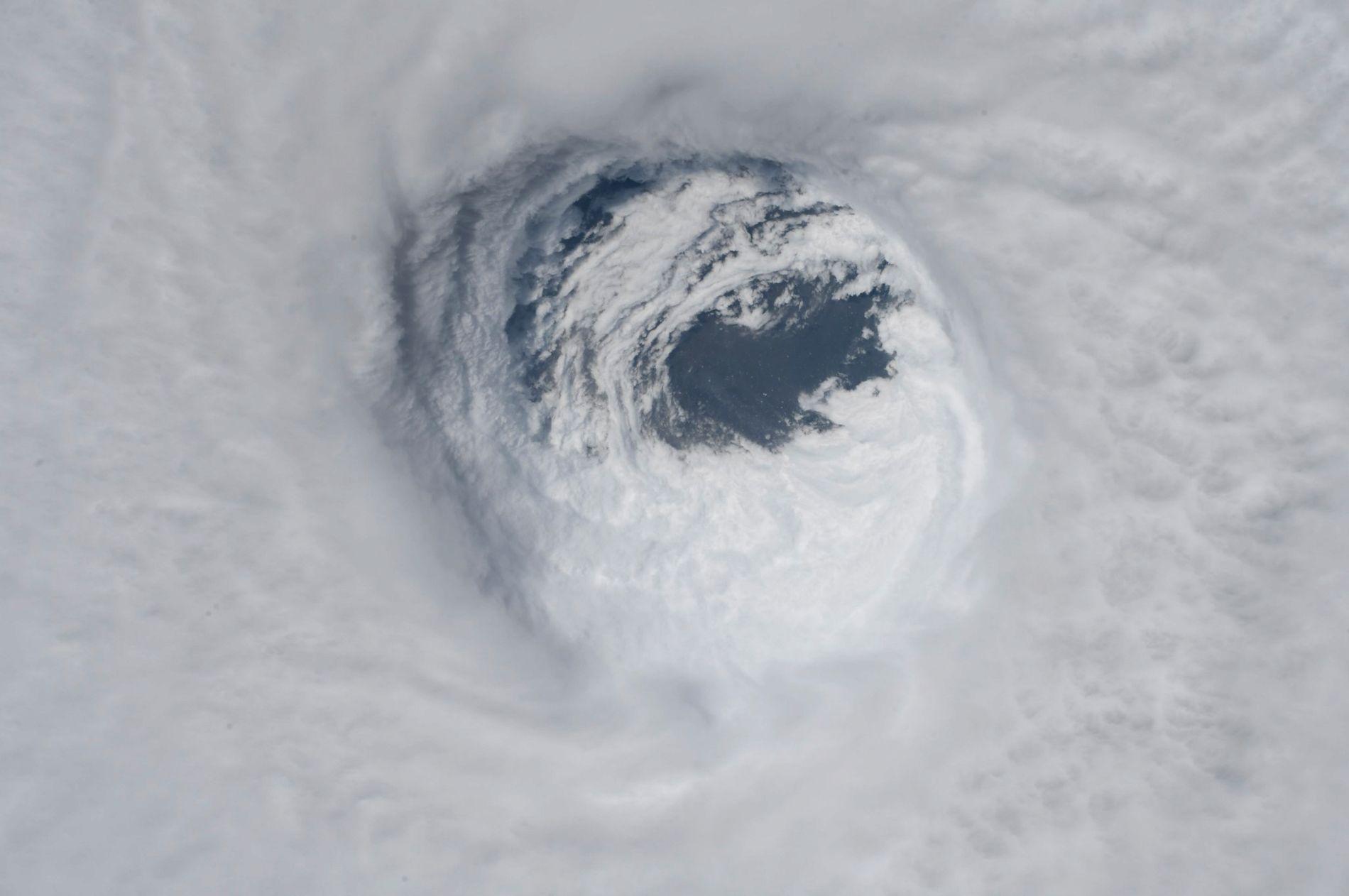 ORKAN: Et bilde tatt fra Den internasjonale romstasjonen fra NASA viser sentrum av orkanen Michael.