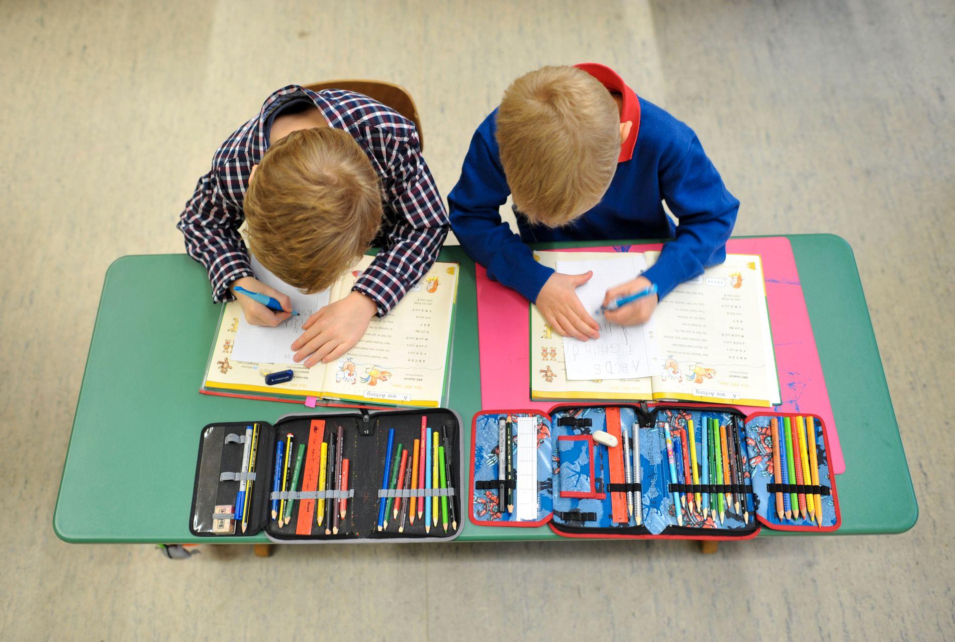 FÆRRE ELEVER: Skal skolen kunne utvikle hver eneste elev til den beste utgaven av seg selv, må det ikke være for mange elever å følge opp for den enkelte lærer, skriver innsender.