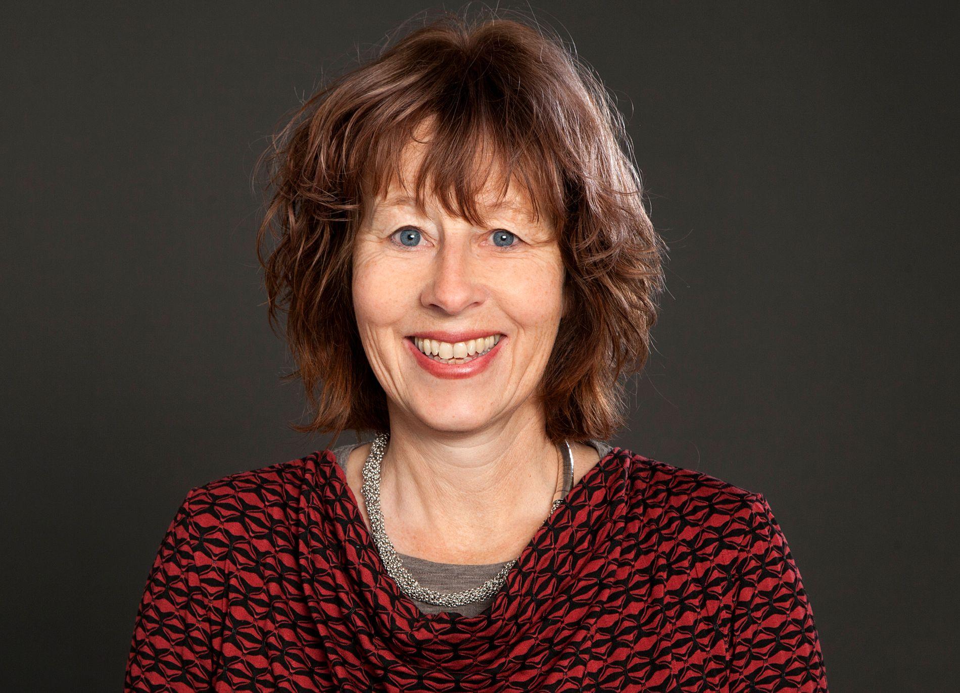 Marianne E. Lien er professor i sosialantropologi ved Universitetet i Oslo. Hun eier selv en hytteandel i et sameie med 27 eiere. Gode felles minner sammen gjør det enklere å dele hytte, tror hun.