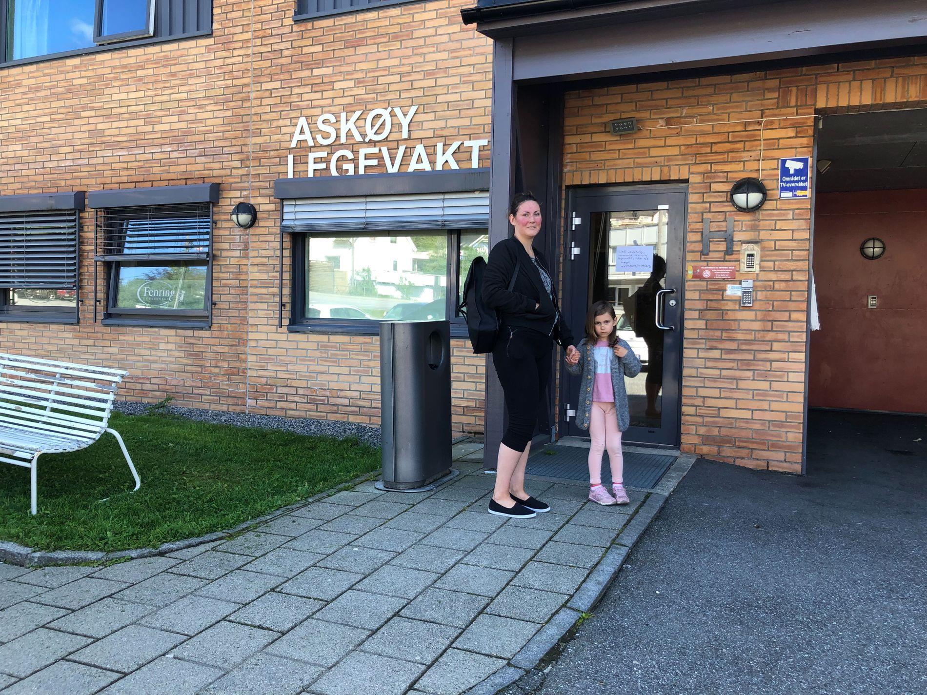 SYKE:  Iselin Fauskanger har tatt med den eldste datteren til legevakten. Rundt 200 personer skal ha vært i kontakt med legevakten det siste døgnet.