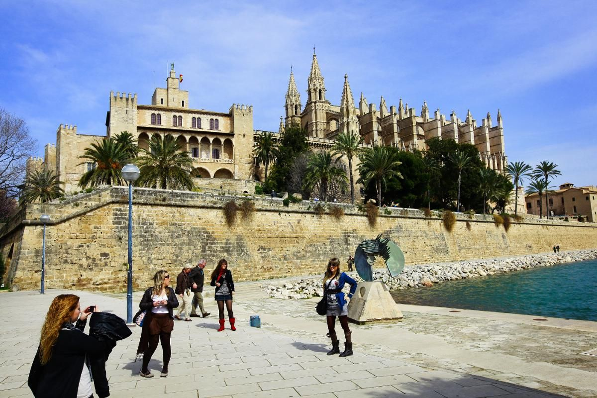 PÅ TOPP: Mallorca ligger på bestillingstoppen av charterreiser til sommeren viser tall fra reisebyrået Ticket. Den ligger på annenplassen over Europas beste øyer, ifølge Tripadvisor.