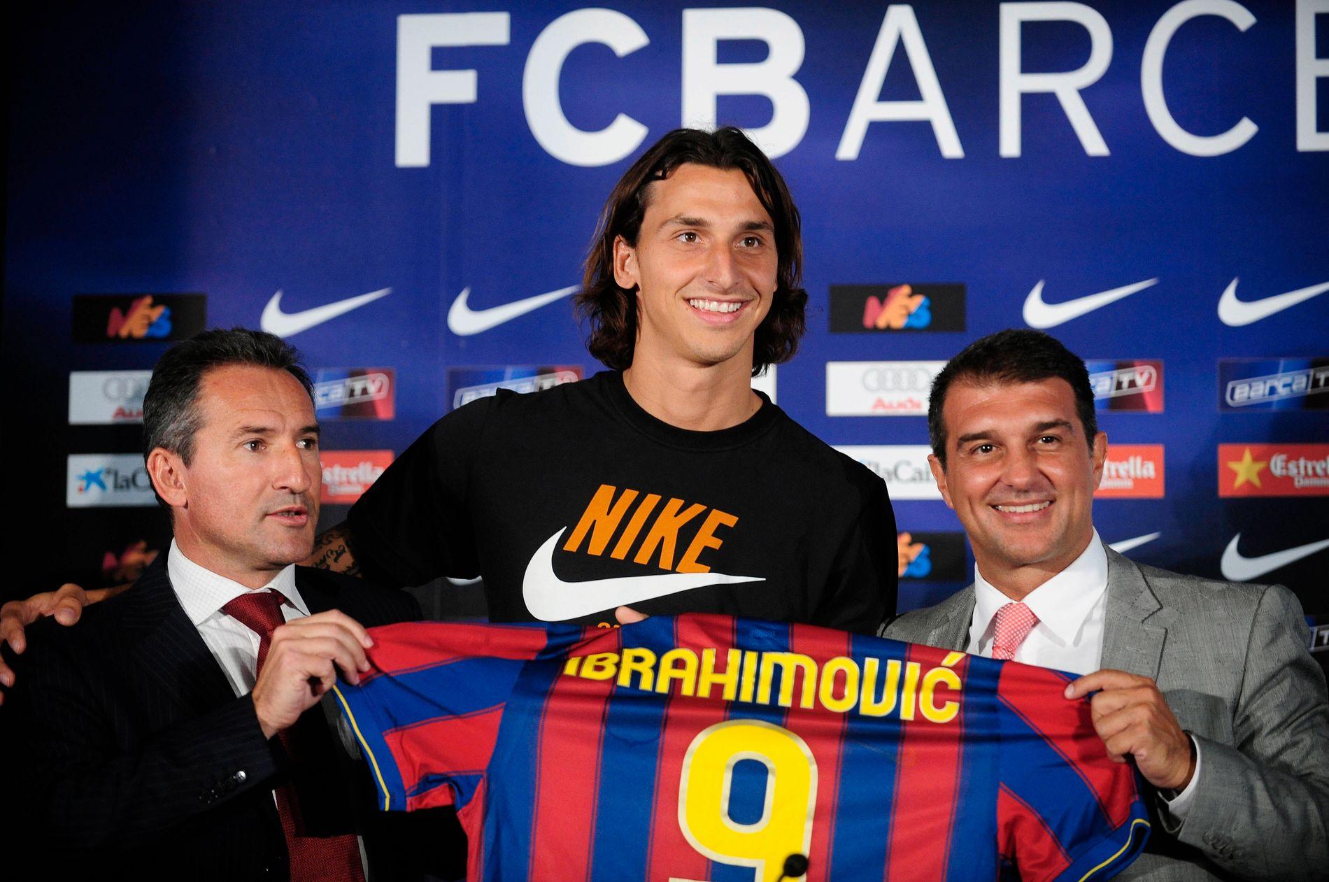 Txiki Begiristain (til venstre) og klubbpresident Joan Laporta presenterte Zlatan Ibrahimovic som Barcelona-spiller i 2009. Han slo aldri skikkelig til og forlot klubben ett år senere.