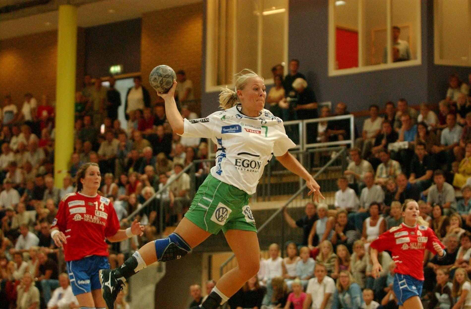 Den nye Karusshallen ble innviet høsten 2002. I den første seriekampen ble Selbu utklasset med 31–19. Våg Vipers erobret bronsemedaljer denne sesongen.