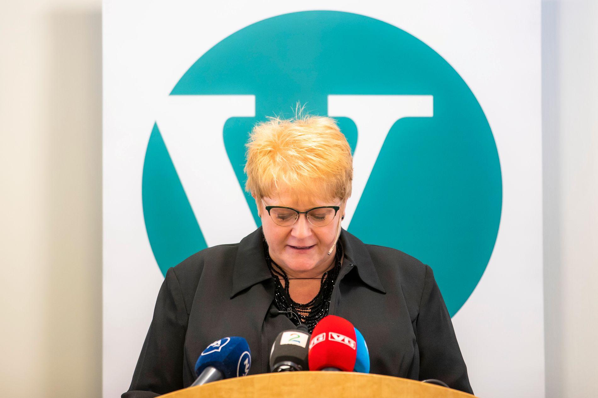 SER MOT AVGRUNNEN: Éin ting er at det er vanskeleg for Venstre-leiar Trine Skei Grande å finne lyspunkt når ho studerer partimålingane. Det er meir alvorleg at hennar innsats i regjering førebels ikkje får ned klimagassutsleppa.