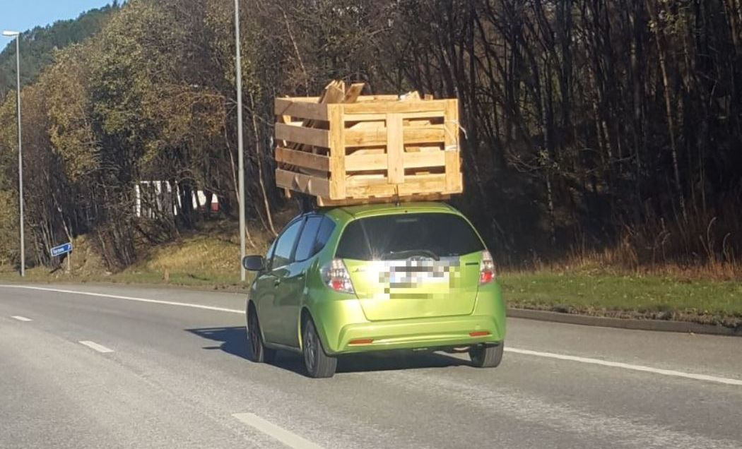 «KASSEBIL»: Dette synet møtte veifarende på E39 mellom Bergen og Åsane.