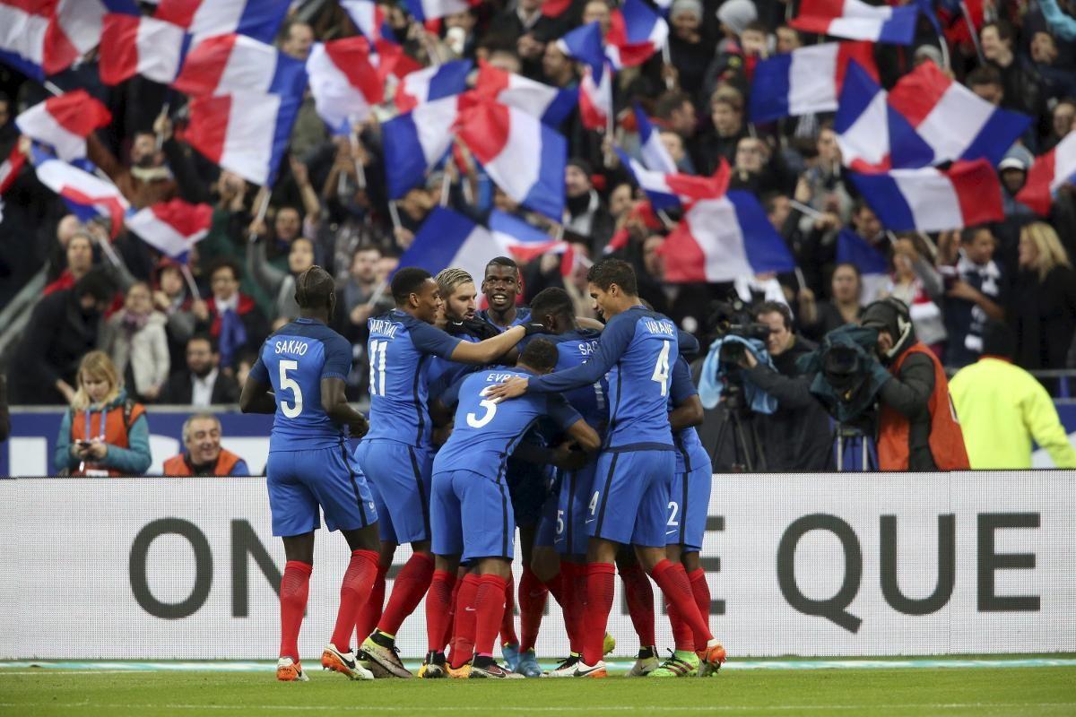 NASJONALSTADION: Frankrike slo Russland 4–2 på Stade de France i slutten av mars. Det var de franske spillernes første kamp på stadionen etter at de spilte mot Tyskland under terrorangrepet i Paris 13. november i fjor.