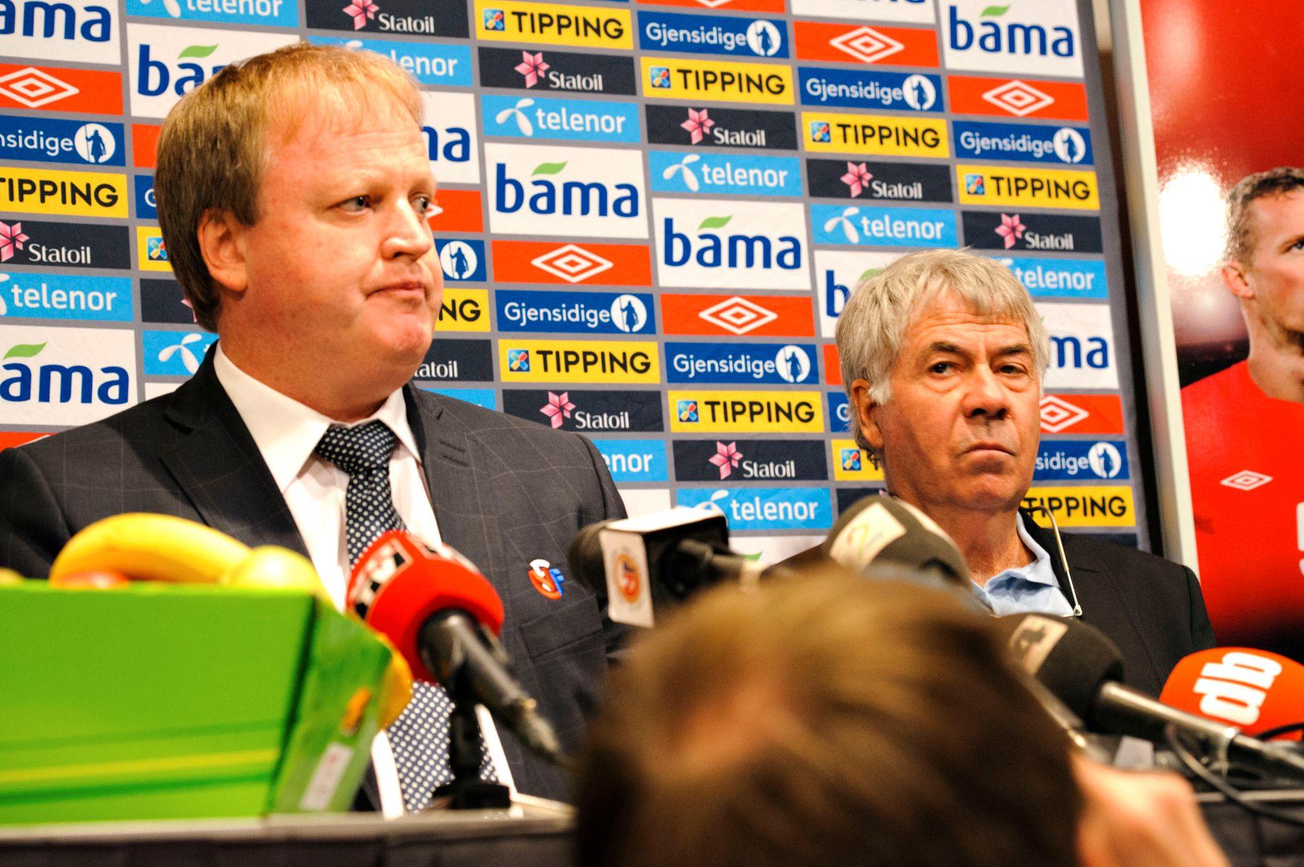 Yngve Hallén (t.v.) gikk ikke frem som han burde gjort da Egil «Drillo» Olsen (t.h.) fikk sparken som landslagstrener.