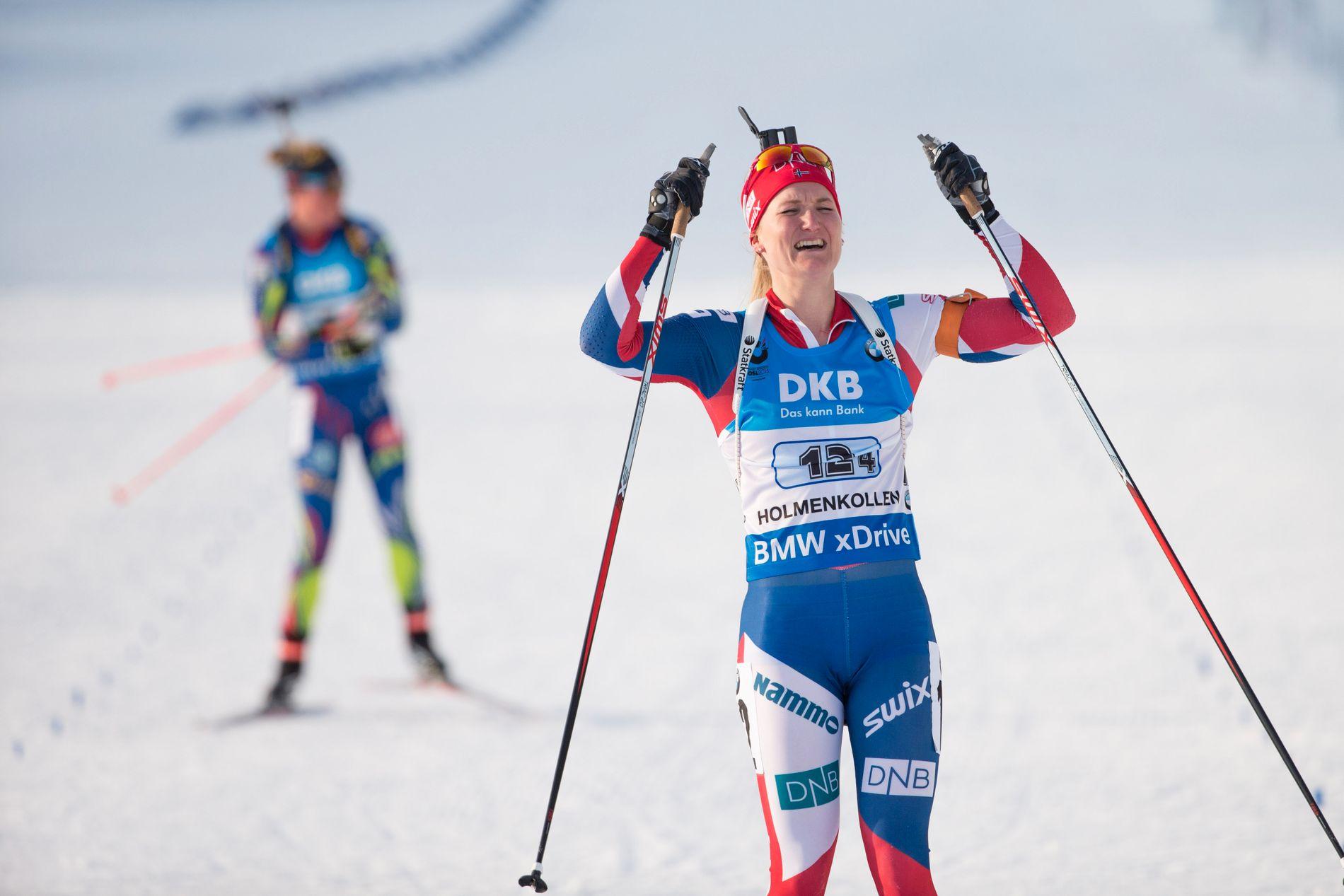 Marte Olsbu jublet da hun gikk Norge inn til seier i Holmenkollen.