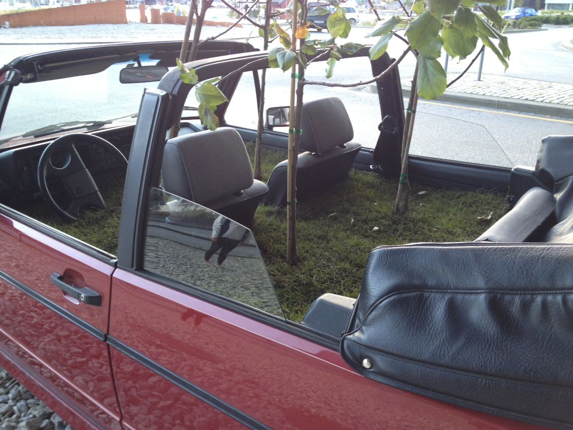 BED: Slik ser det ut i bilen som står parkert under Nygårdsbroen i Møllendalsveien.