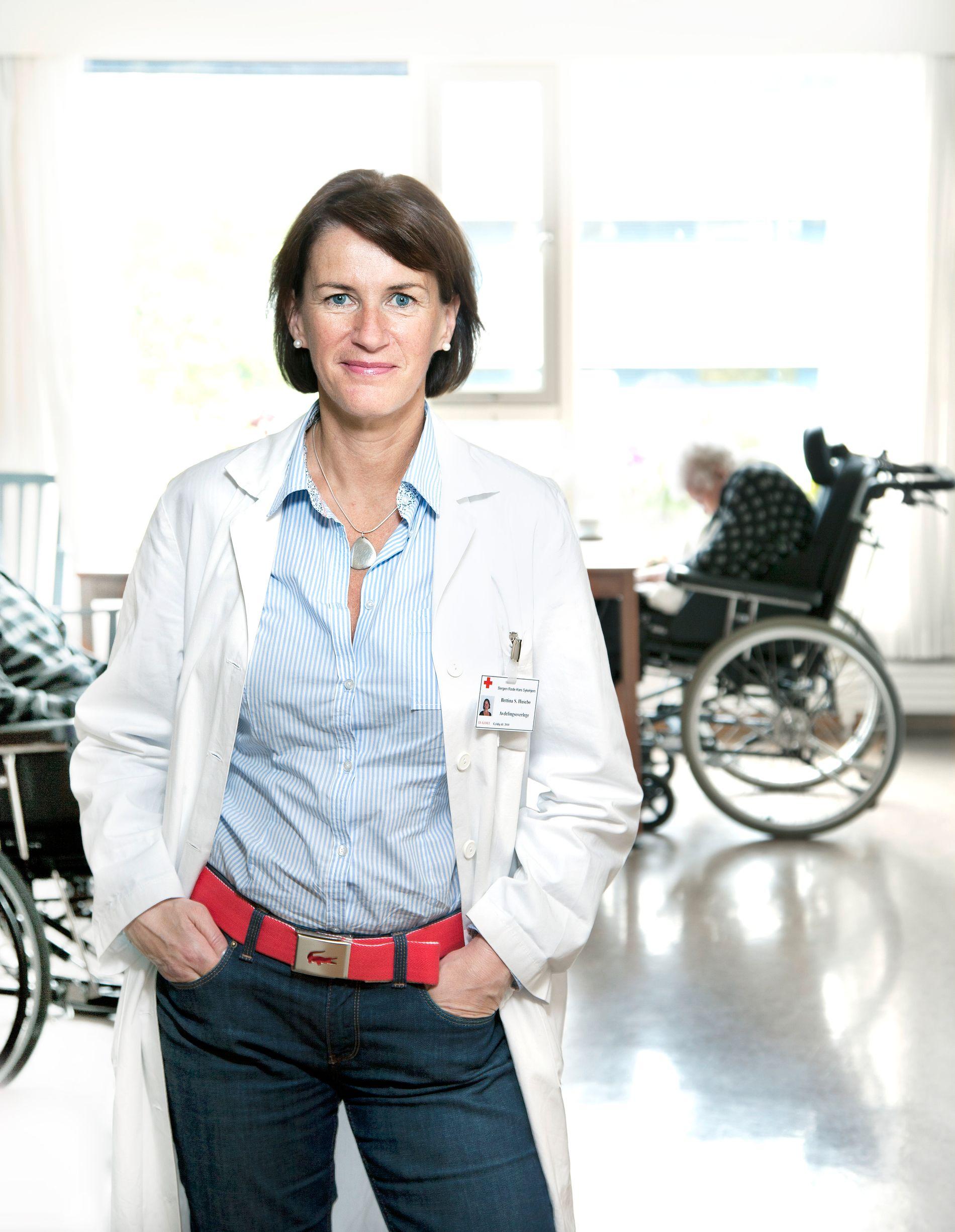 DEMENS: UiB-professor Bettina Husebø ber statsminister Erna Solberg om å ta demenskrisen på alvor.