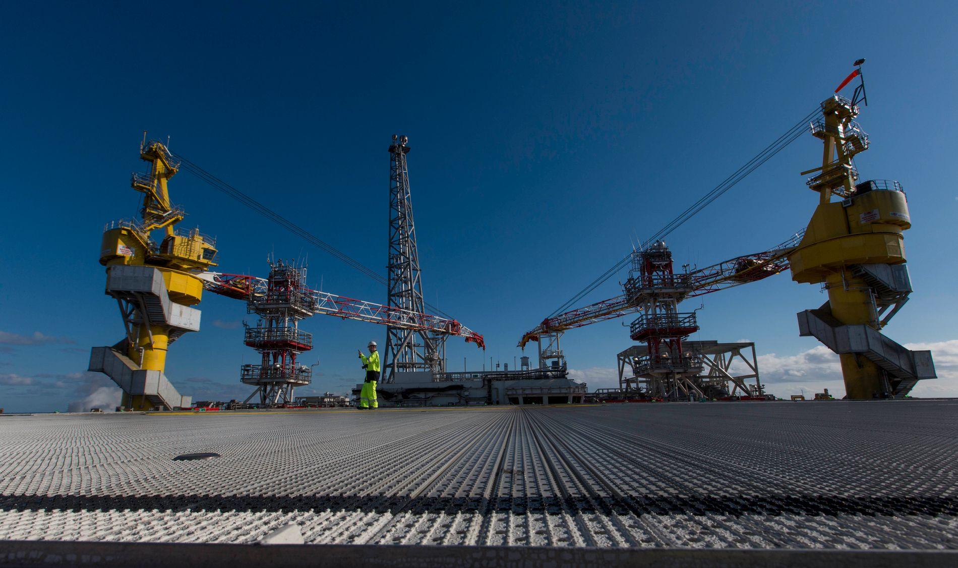 NY OLJE: Goliatplattformen ble bygget i Sør-Korea og tauet til Barentshavet, der den nå produserer den første oljen fra oljeprovinsen i nord.