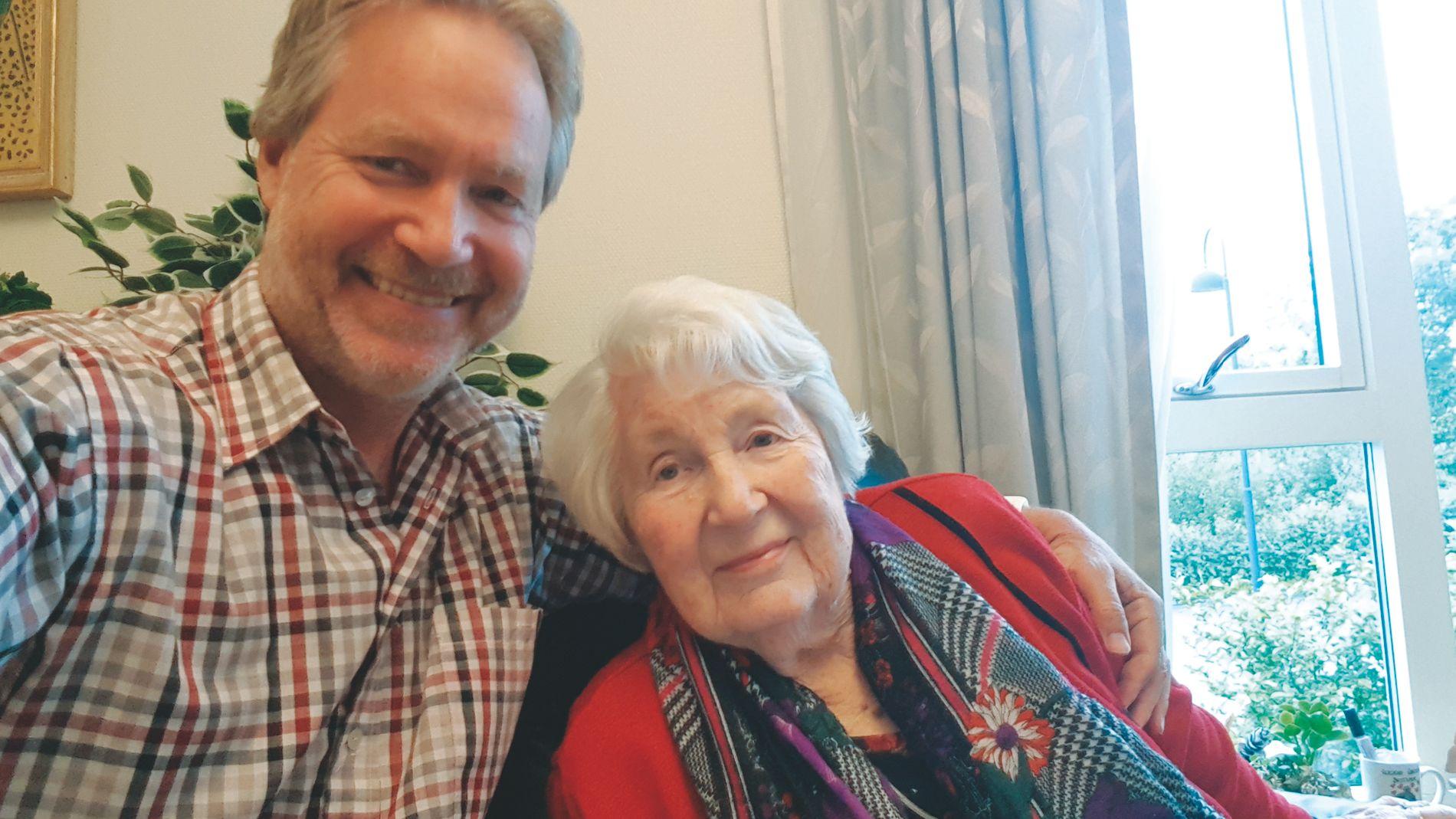 ANDRE BOLLER: Ingrid Alfheim er godt fornøyd med nykokte poteter hjemme hos sønnen Per Gunnar. De oppvarmede potetene på sykehjemmet, derimot, kan hun spare seg for.