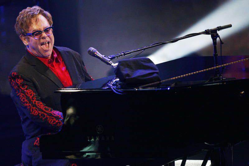 ELTON JOHN: Den adlede stjernen kjørte stort sett de samme 30 låtene i samme rekkefølge på soloturneen i 2003. Her fra Koengen.