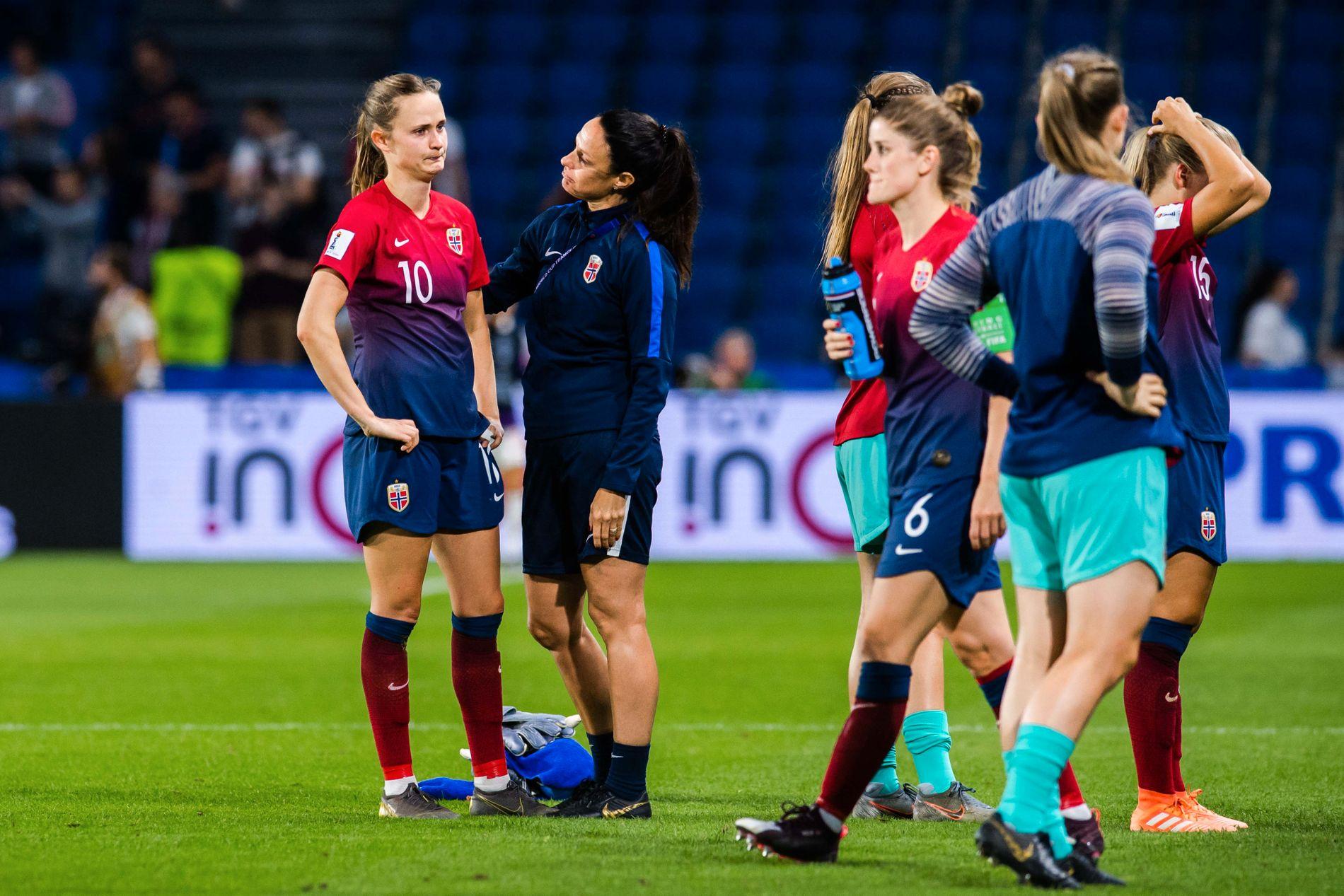 Caroline Graham Hansen og de norske spillerne var langt nede etter VM-exiten.
