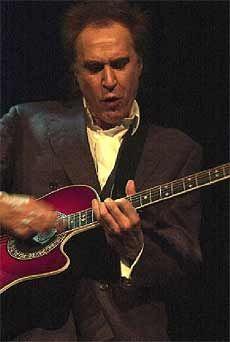 PÅ VEI TILBAKE: Ray Davies fra The Kinks kommer tilbake til Bergen. 30. april stiller han i Peer Gynt-salen med fullt band og kjente Kinks-låter.