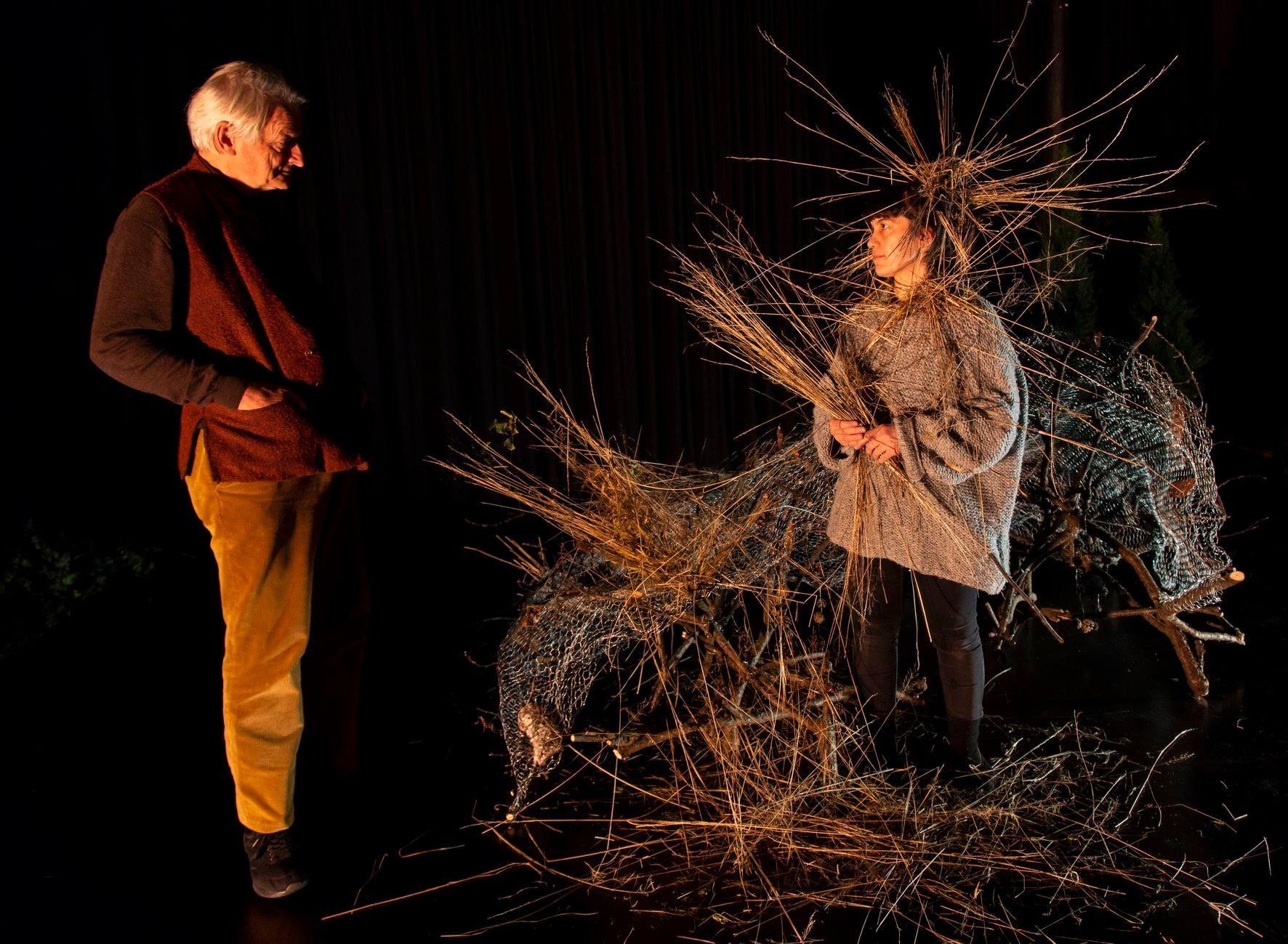 Ketil Lund og Sara Baban spiller i forestillingen Ways of Seeing. Baban er nå en av de fire siktede, sammen med Pia Maria Roll og Hanan Benammar.