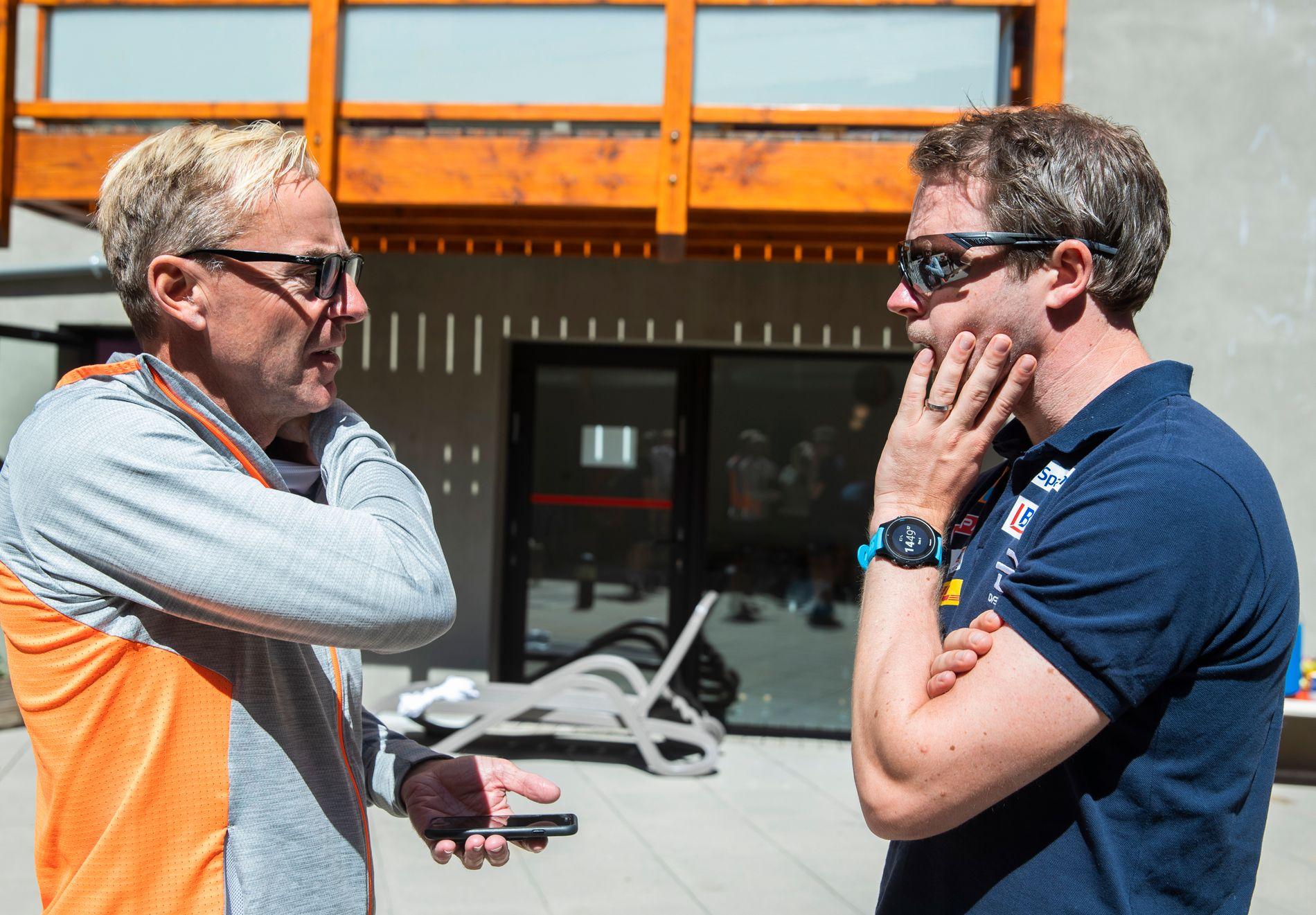Sprinttrener Arild Monsen (t.v.) og allroundtrener Eirik Myhr Nossum har diskutert seg frem til et opplegg for hvordan de ønsker forberedelsene frem mot OL i Beijing.