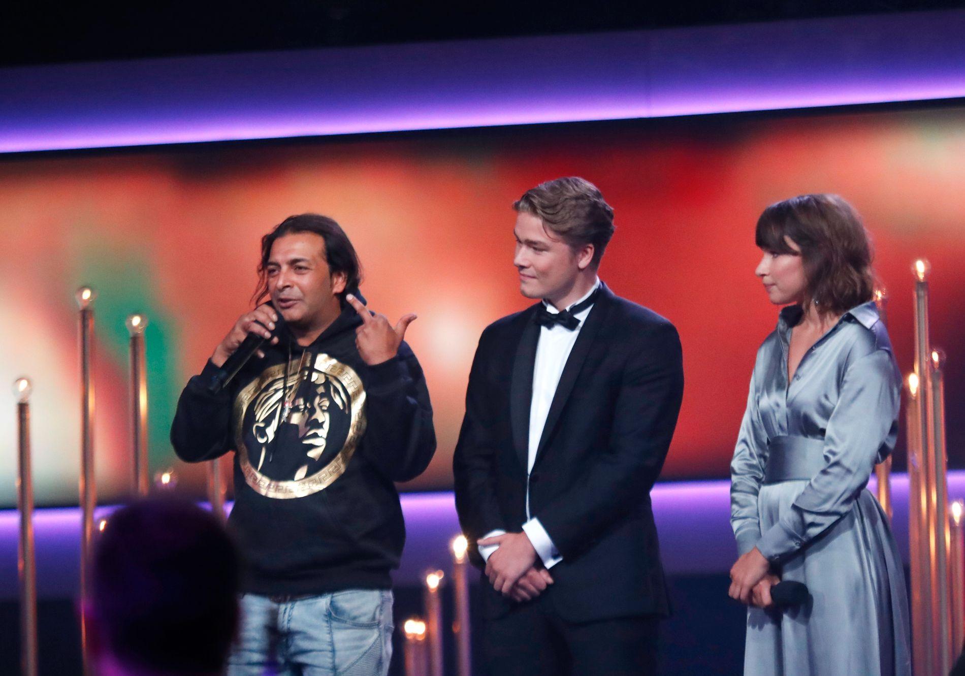 SKANDALE: Leon Bashir stormet scenen foran intetanende Jonas Oftebro og Kathrine Thorborg Johansen.