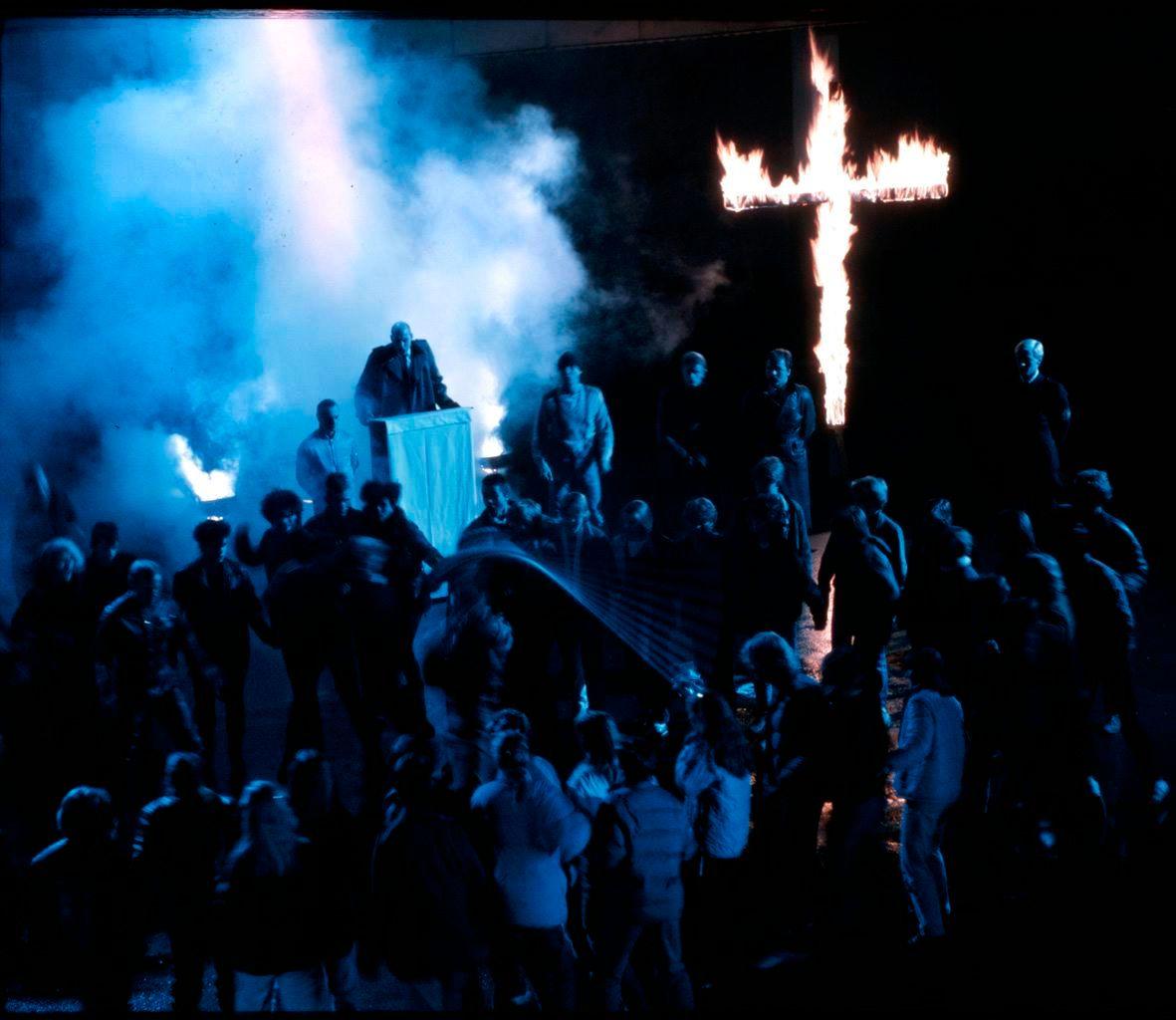 BLÅMANDAG: «Adjø Solidaritet» avslutter trilogien «Sangen om den knuste drømmen» med en virkelig kalddusj.  FOTO: NORDISK FILM