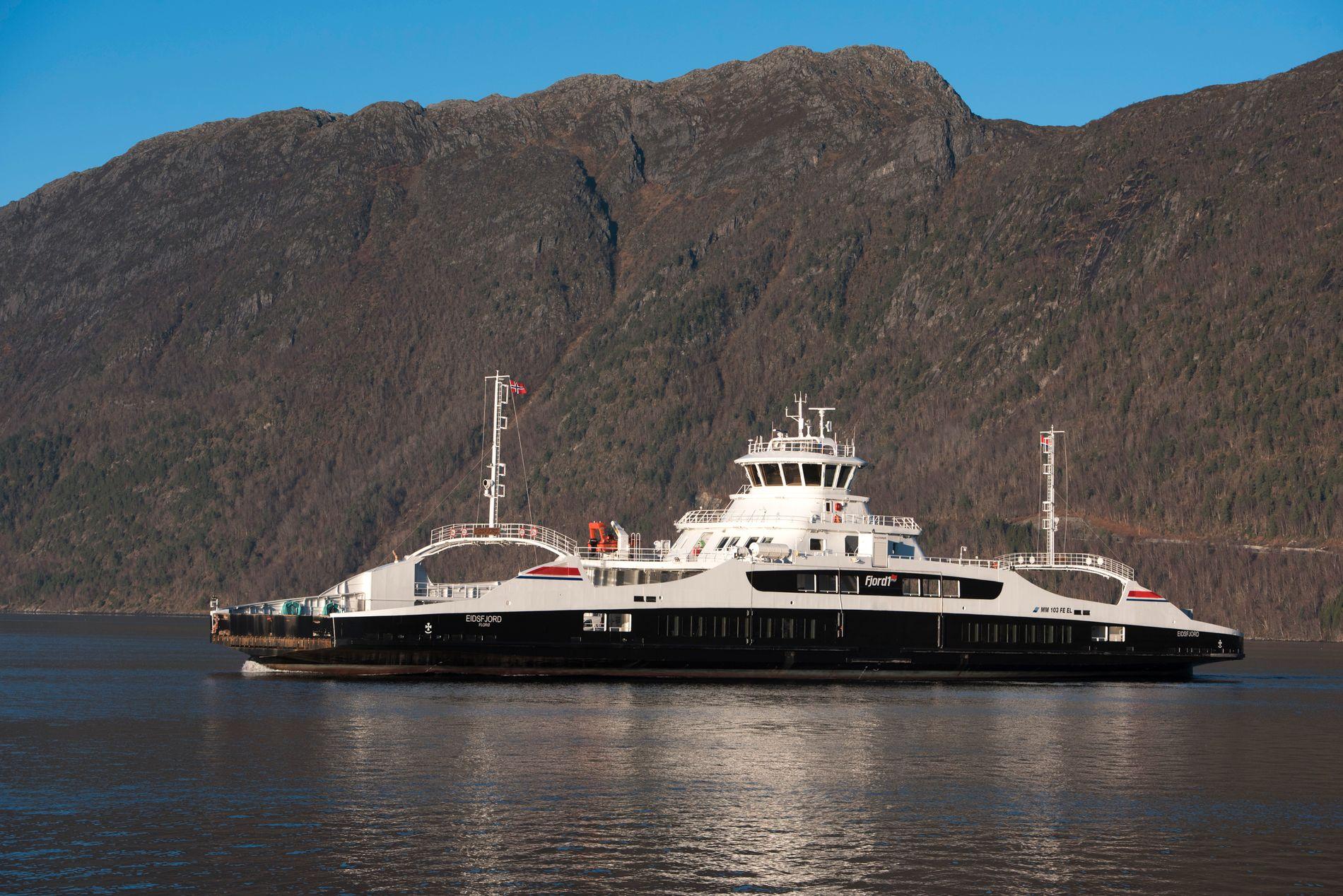 VINN-VINN: Vi oppnår stor miljøgevinst ved å satse ytterligere på batteridrevet båttrafikk. På denne måten kan vi også forbedre kollektivtransporten i distriktene, skriver innsender. Den elektriske fergen «Eidsfjord» går mellom Anda og Lote i Nordfjord.
