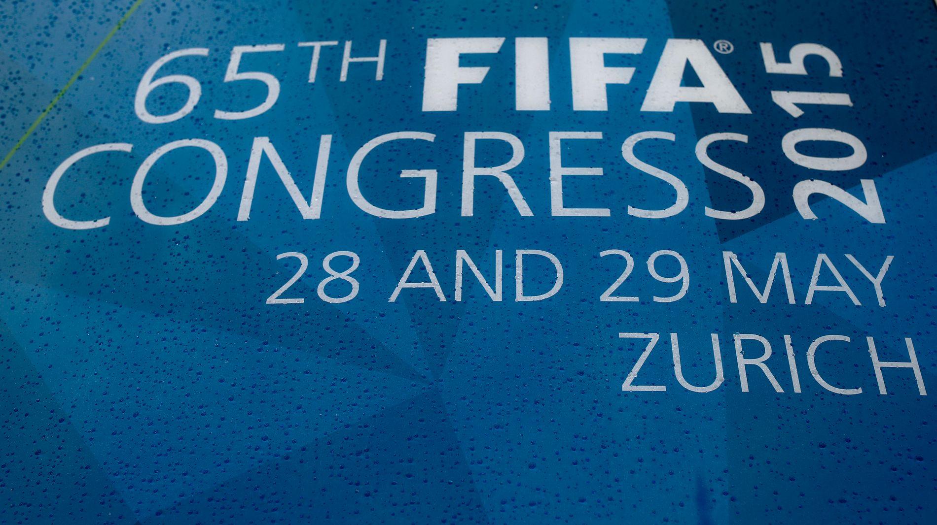Det stormer heftig rundt FIFA-kongressen i Zürich etter korrupsjonsarrestasjonene i går morges.