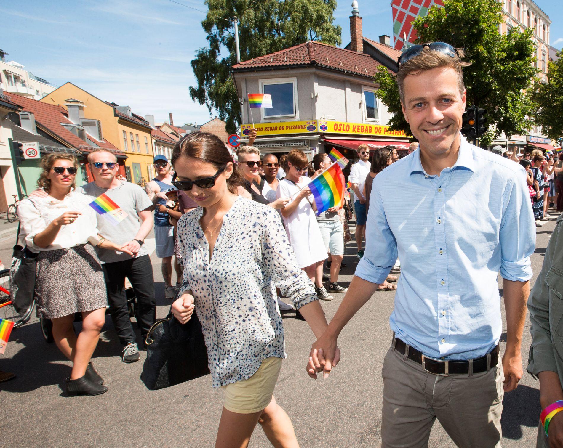OPPGJØR: KrF-leder Knut Arild Hareide gikk sammen med konen Lisa (t.v.) og Amal Aden i Oslo Pride-paraden i 2016. Det førte til oppgjør og utmeldelse fra partiet.