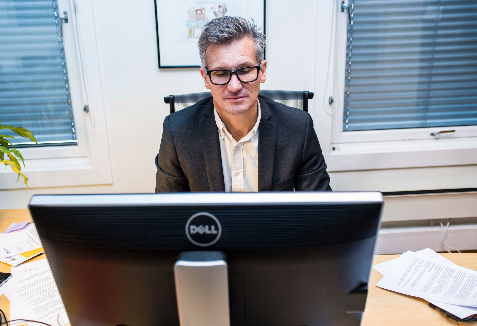 SIER NEI: Datatilsynets direktør Bjørn Erik Thon mener at lovforslaget er uklart på en rekke punkter, og at kontrollen med E-tjenestens aktiviteter vil være for dårlig. BT er enig. Forslaget bør skrotes.