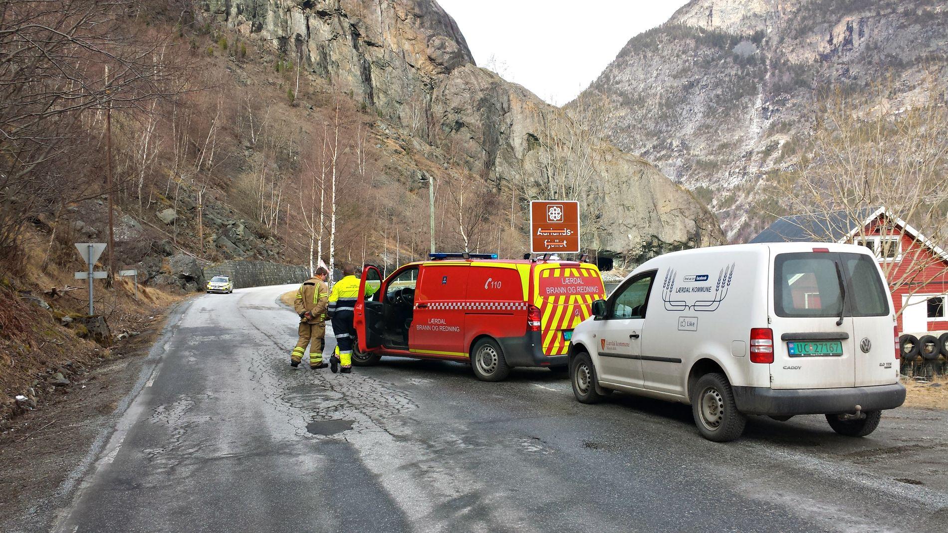 TUNNEL: Ulykken skjedde inne i Raubergtunnelen, som skimtes bak skiltet på bildet.