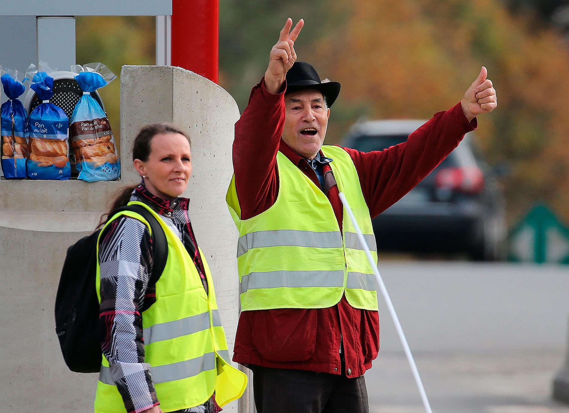 OPPRØR: Kledd i gule refleksvestar har franskmenn tatt til gatene dei siste vekene, i protest mot nok ein auke i drivstoffavgiftene. Dei er ikkje mot klimatiltak, men mot at folk med dårleg råd skal ta heile rekninga, skriv BT-kommentator Hans K. Mjelva