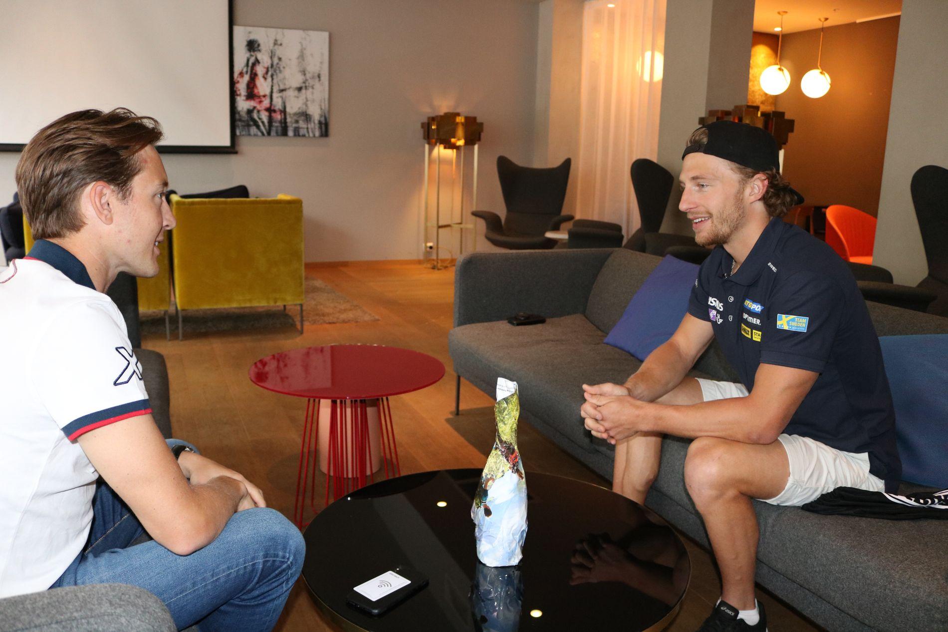 Peppe Femling (til høyre) synes det var trivelig å møte Simen Sveen igjen.