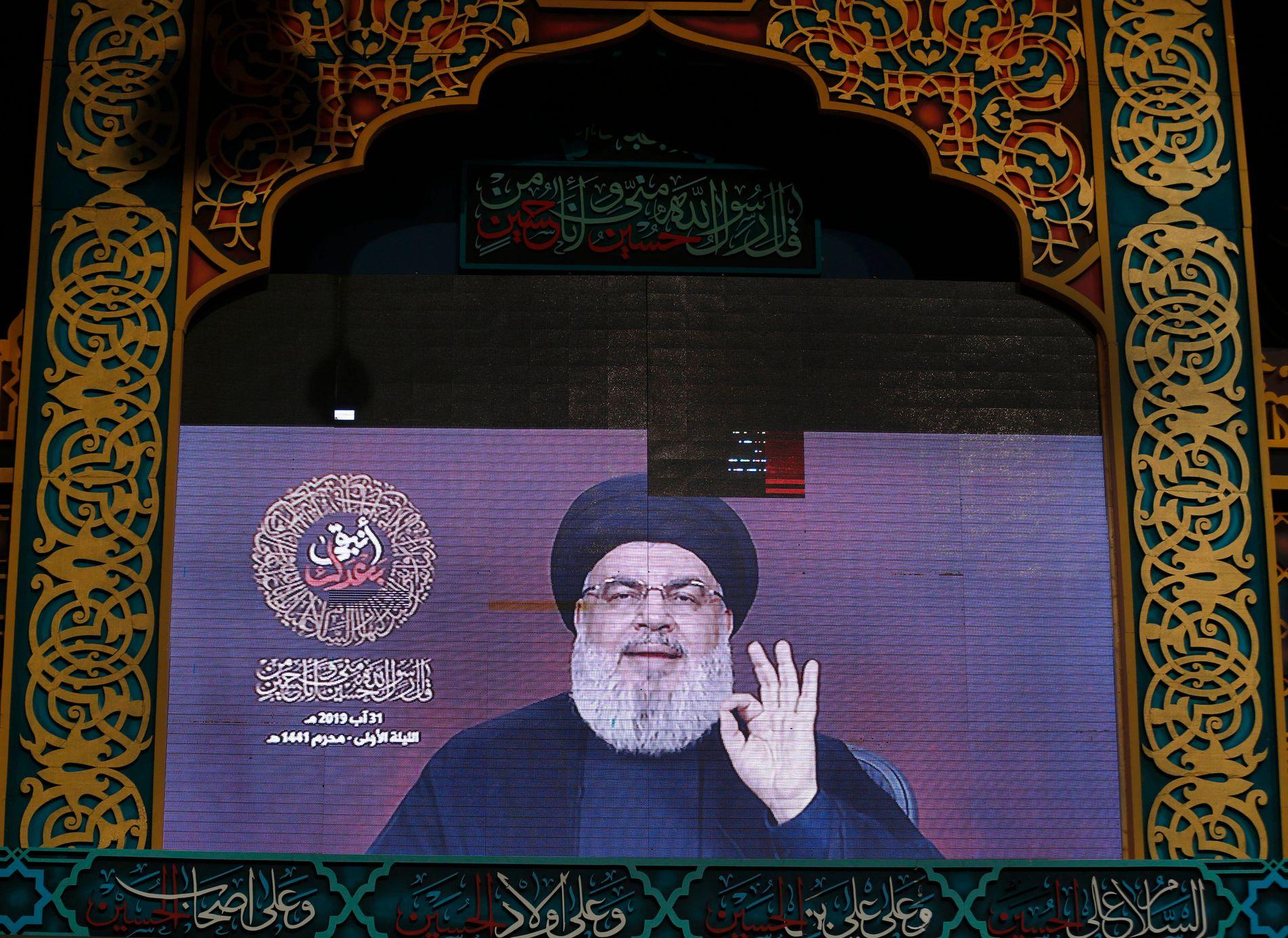 LEDER: Hizbollah-leder Hassan Nasrallah taler via videolink til tilhengere i en Beirut-forstad lørdag. Søndag ble det skutt flere missiler fra Libanon mot israelske mål.