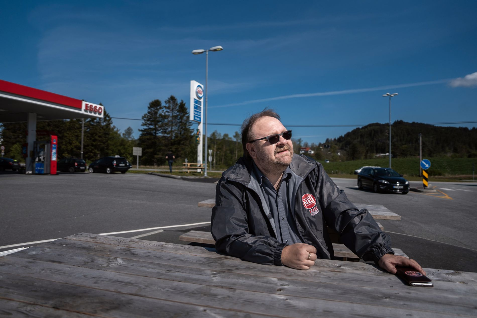 PROTEST: Morten Klementsen i Folkeaksjonen nei til mer bompenger (FNB) knivar om å bli størst i Alver kommune.