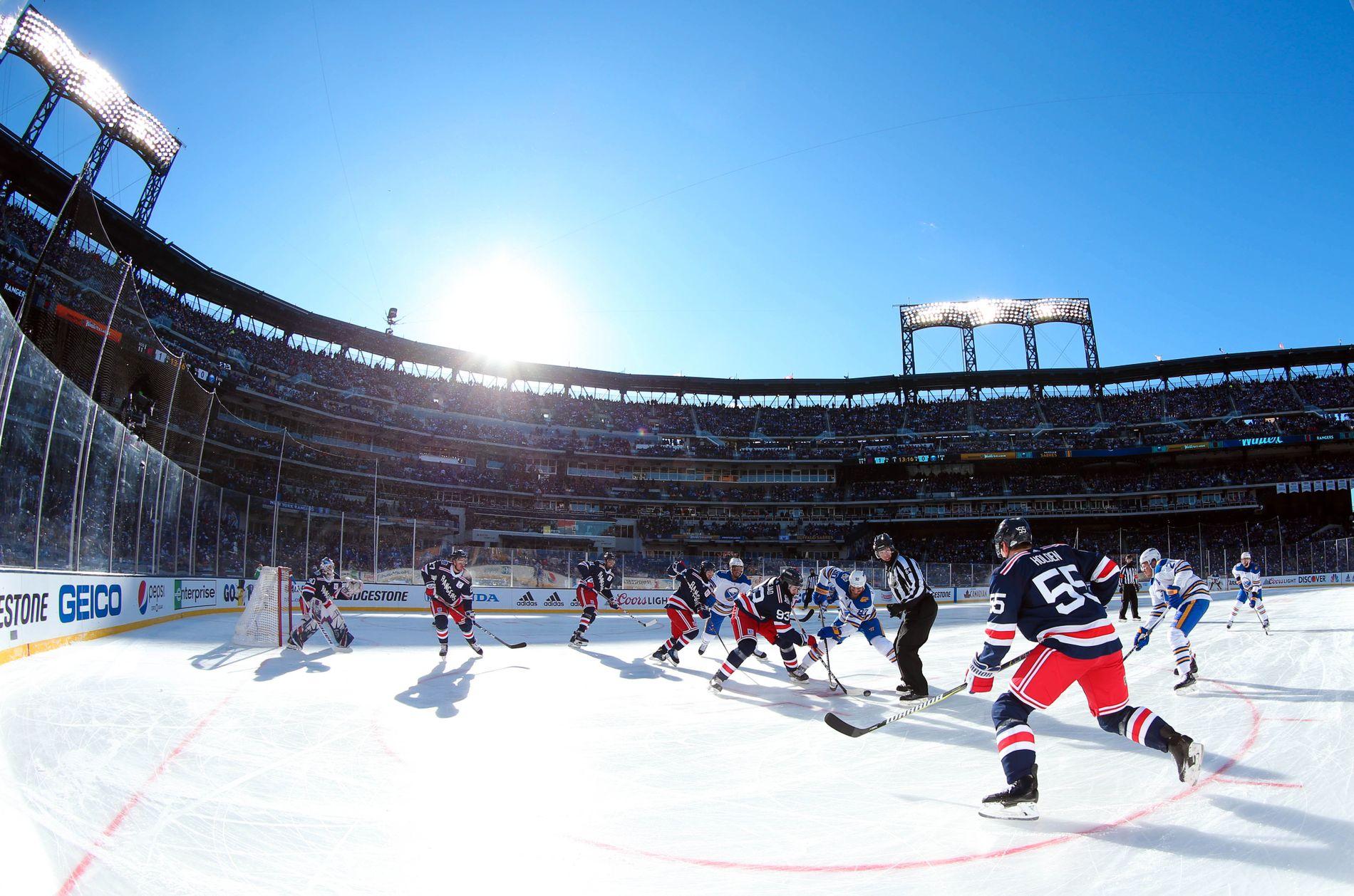 Om lag 42.000 tilskuere var på plass i årets «Winter Classic».
