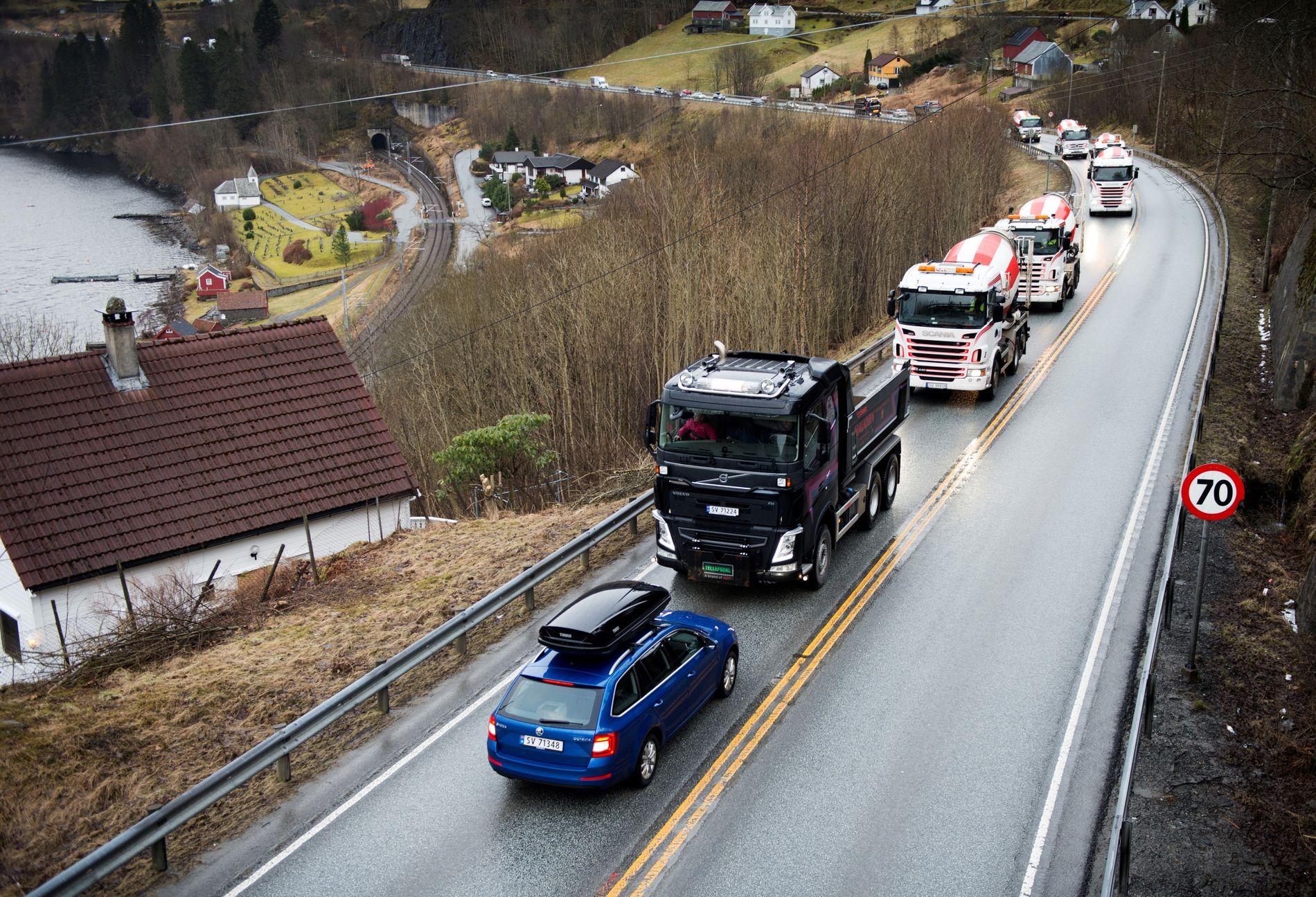 E 16: I mars demonstrerte yrkessjåfører for å få en ny vei på E 16 mellom Bergen og Voss. Prosjektet får planleggingsmidler neste år, men det er fortsatt langt frem til byggestart.